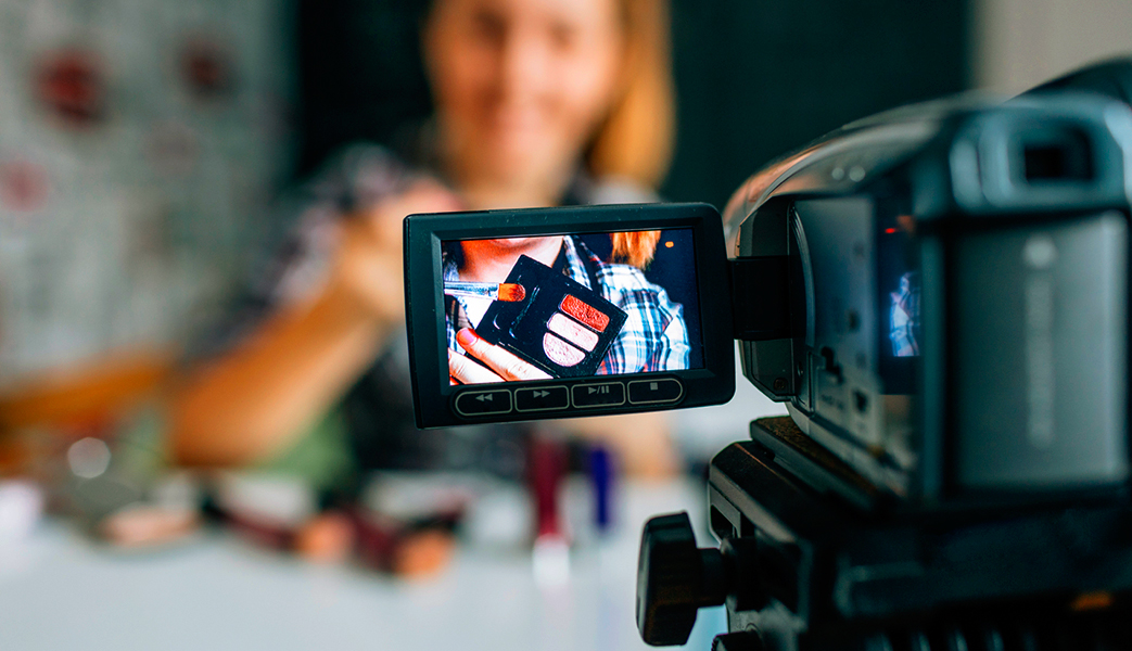 What are the qualities of a great vlogger?