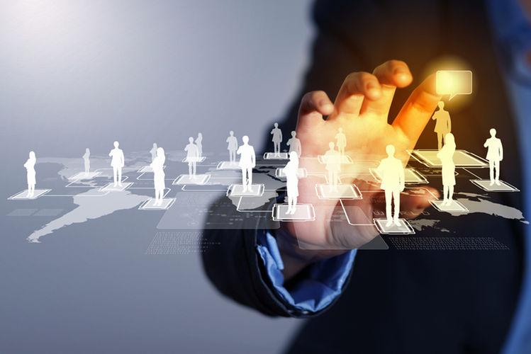Leveraging online influencers